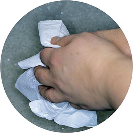 7. Вытрите руки бумажной салфеткой